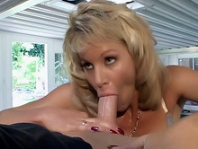 Blonde Hottie Gets Messy Facial
